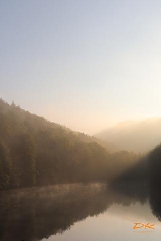 Morgennebel über Bergsee 2